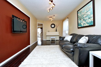 496 Heddle Cres For Sale in Newmarket